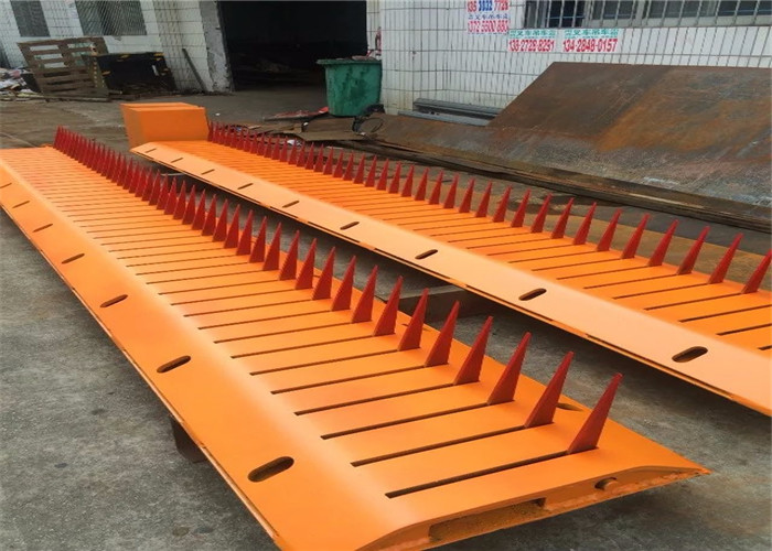 6 Meter long electric power high speed electromechanical road spikes 40 Tons load capacity
